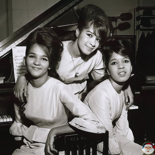 The Ronettes - I Saw Mommy Kissing Santa Claus - Christmas Radio