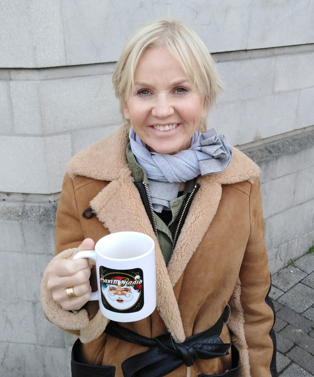 Lisa Maxwell - Actress - Santa Radio Mugshot
